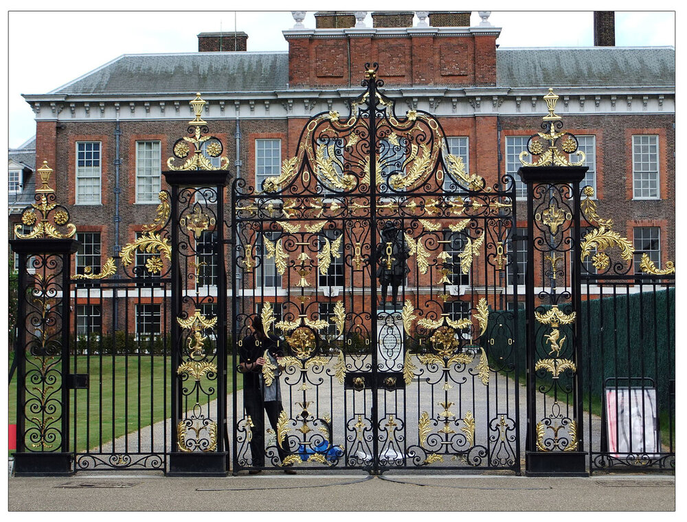 Gated:  Kensington Palace in London (This file is licensed under the  Creative Commons   CC0 1.0 )
